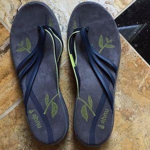 Ahnu thong flip flop sandals navy/yellow gray sole